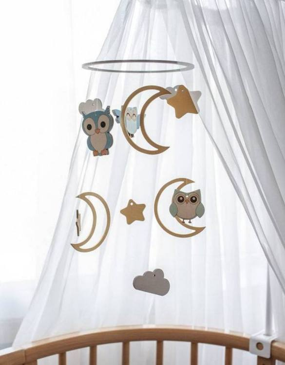 A perfect addition to any baby's room, the Birds Wooden Baby Mobile enchants children's eyes and escorts them into the land of dreams. This enchanting neutral gender baby mobile is sure to delight any child and will make the cutest addition to a woodland themed nursery decor.