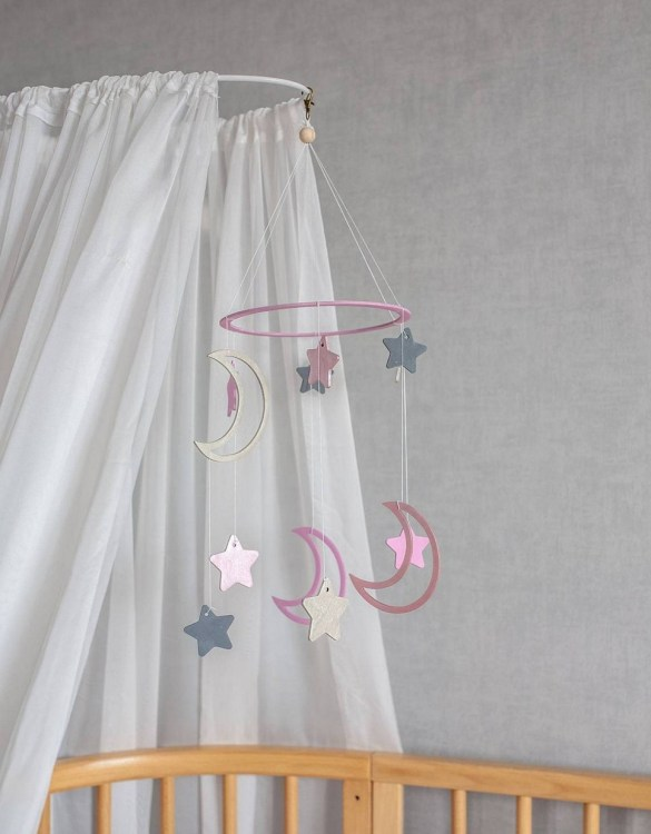 A perfect addition to any baby's room, the Celestial Girl Baby Mobile enchants children's eyes and escorts them into the land of dreams. This enchanting neutral gender baby mobile is sure to delight any child and will make the cutest addition to a woodland themed nursery decor.