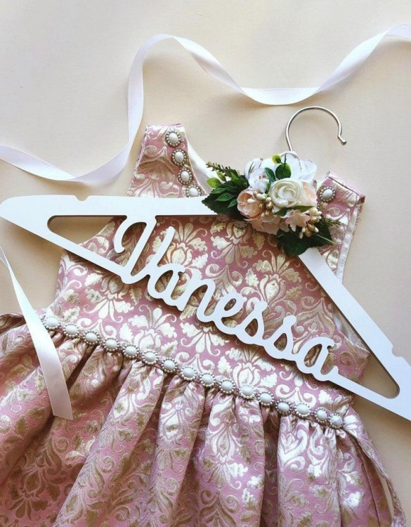 A beautiful way to display tiny clothes and make a wonderful keepsake, the Flower Girl Wedding Hanger is a lovely little extra for your baby's clothes. A wonderfully unique children's clothes hanger, it is perfect for hanging up their favourite outfit or simply as a wall decoration in their own right.