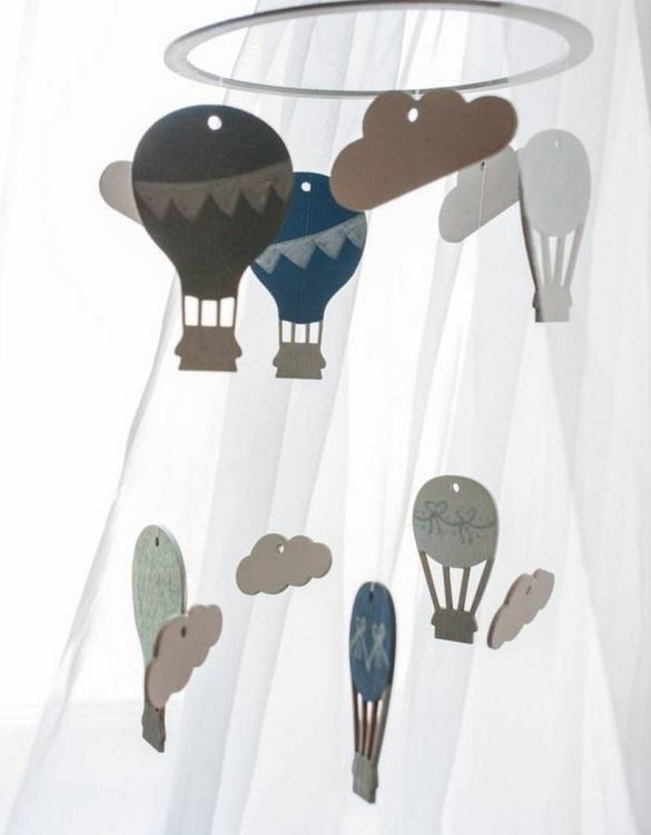 A perfect addition to any baby's room, the Hot Air Balloon Wooden Baby Mobile enchants children's eyes and escorts them into the land of dreams. This enchanting neutral gender baby mobile is sure to delight any child and will make the cutest addition to a woodland themed nursery decor.