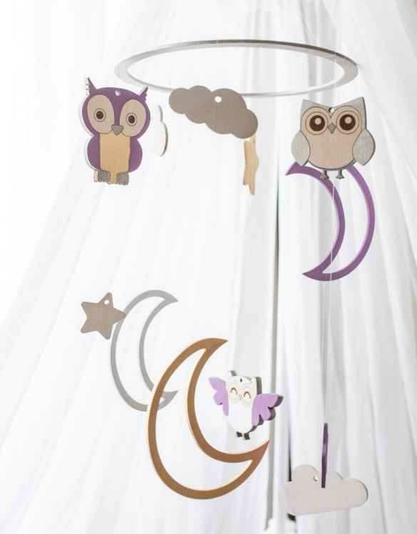 A perfect addition to any baby's room, the Owl Wooden Baby Mobile enchants children's eyes and escorts them into the land of dreams. This enchanting neutral gender baby mobile is sure to delight any child and will make the cutest addition to a woodland themed nursery decor.