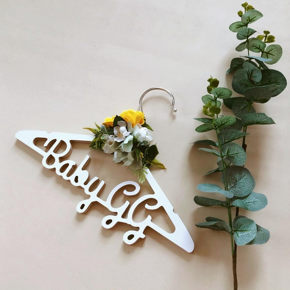 Personalised Kids Flower Clothes Hanger-min