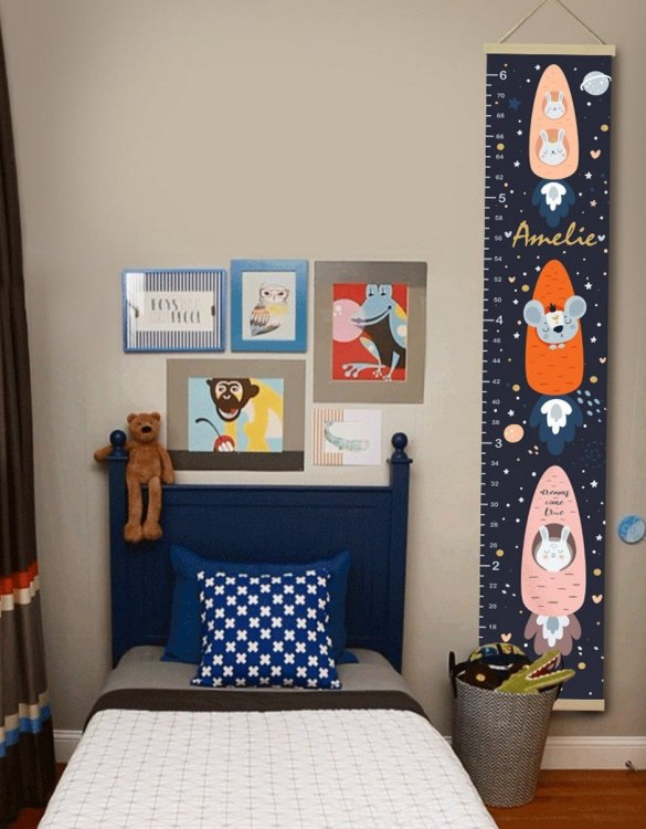 How high are your little creatures? Chart your child's growth development with the Personalised Space Child Growth Chart. This personalised growth chart will look perfect in your children's bedroom, nursery or playroom.