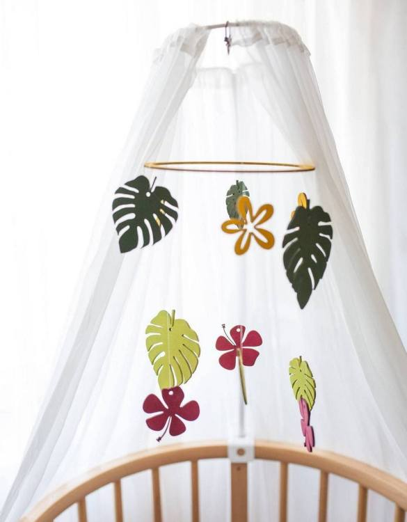 A perfect addition to any baby's room, the Safari Wooden Baby Mobile enchants children's eyes and escorts them into the land of dreams. This enchanting neutral gender baby mobile is sure to delight any child and will make the cutest addition to a woodland themed nursery decor.