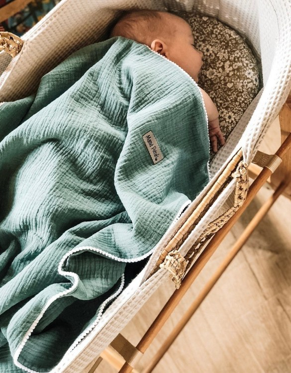 Wrap your delicate newborn baby in with the Sage and Navy Baby Muslin Swaddle Blanket - 2 Pack to enhance baby's mood. The ideal gift for any New Mum or Mum to be!