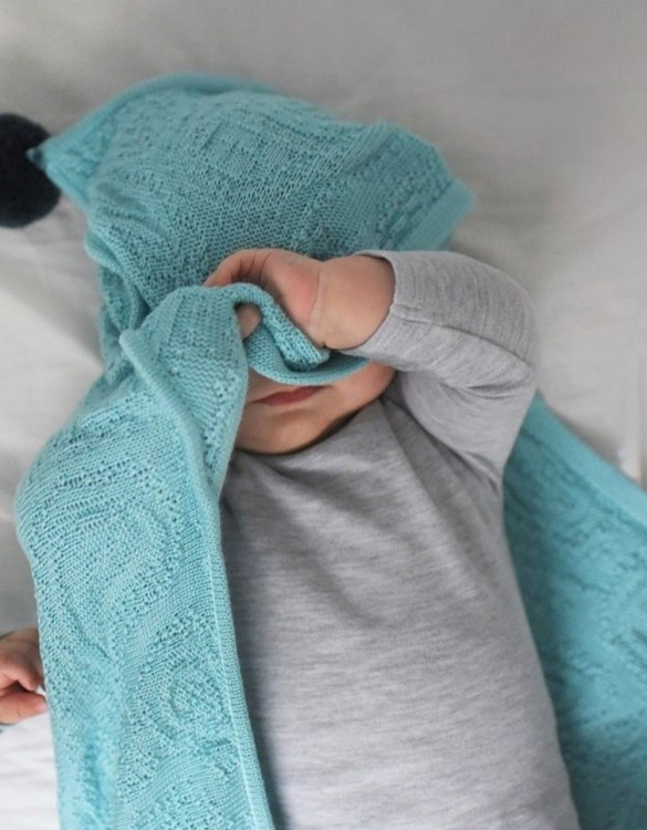 Chic and cozy, the Mint Bamboo Blanket with a Hood and Pompoms adds a playful touch that will catch your little one's attention. The super soft material of this hooded baby blanket, feels almost like felt and is perfect for wrapping a new bundle of joy up in and is the perfect way of welcoming a new baby home.
