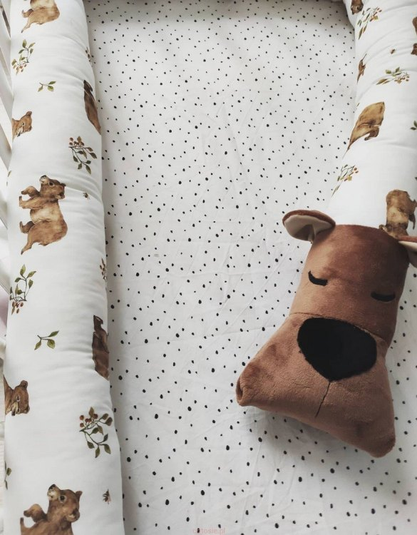 Highly practical and gorgeous looking cot bedding, the Bear Cot Bumper is perfect to welcome a new baby at home! It is not only a protection but also a soft friend who will make sure that the child does not feel lonely during sleep.