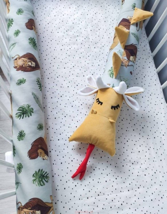 "Highly practical and gorgeous looking cot bedding, the Dragon ""The Lion King"" Cot Bumper is perfect to welcome a new baby at home! It is not only a protection but also a soft friend who will make sure that the child does not feel lonely during sleep."