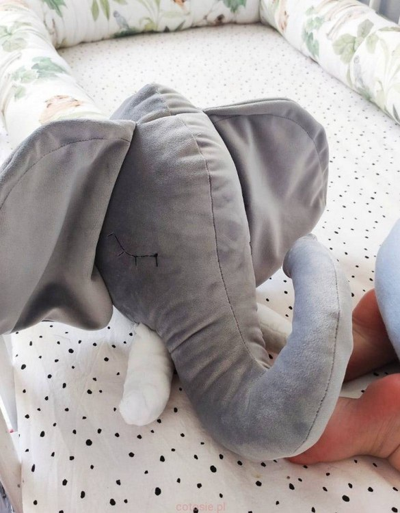 Highly practical and gorgeous looking cot bedding, the Elephant Cot Bumper is perfect to welcome a new baby at home! It is not only a protection but also a soft friend who will make sure that the child does not feel lonely during sleep.