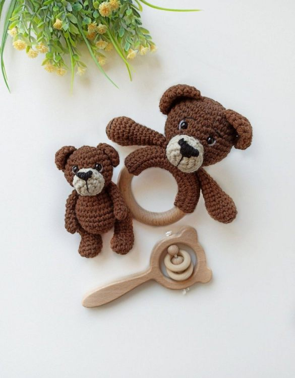 Perfect for any little new arrival, the Personalised Bear Baby Gift Set is a lovely gift to welcome a new baby to the world. This newborn gift box is a perfect gift for the newborn, baby shower, and birthday.