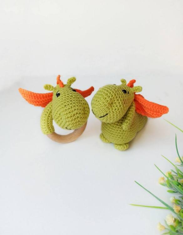 Perfect for any little new arrival, the Personalised Fairy Dragon Baby Gift Set is a lovely gift to welcome a new baby to the world. This newborn gift box is a perfect gift for the newborn, baby shower, and birthday.