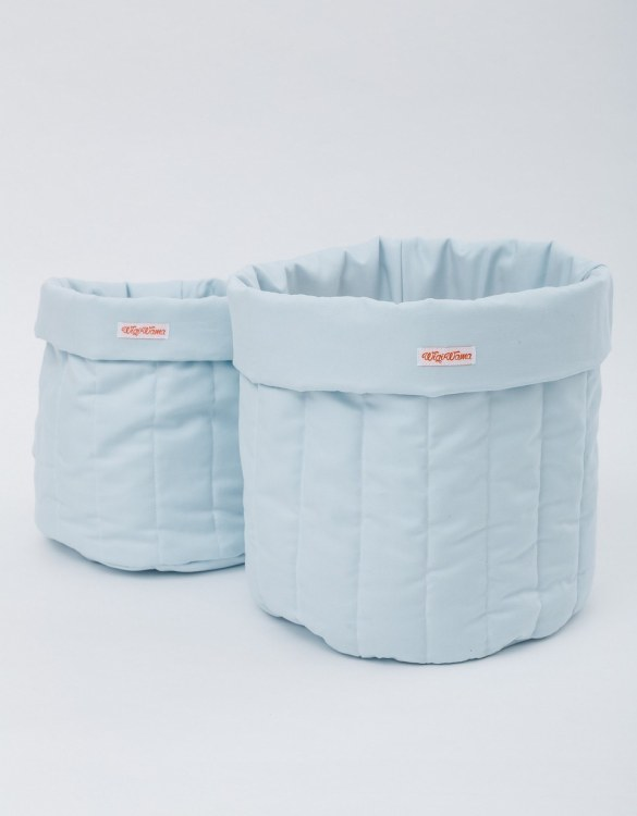 Tidying up your toddler's play area is a doddle with the Plain Blue Toy Storage Bag, a generously sized accessory that's as stylish as it is practical. Strong and sturdy design making them ideal to store a variety of toys, books, and games.