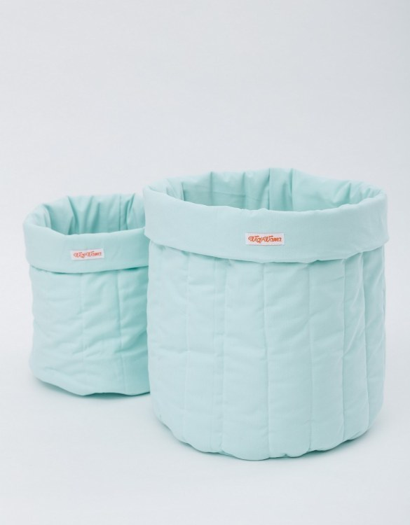Tidying up your toddler's play area is a doddle with the Plain Mint Toy Storage Bag, a generously sized accessory that's as stylish as it is practical. Strong and sturdy design making them ideal to store a variety of toys, books, and games.