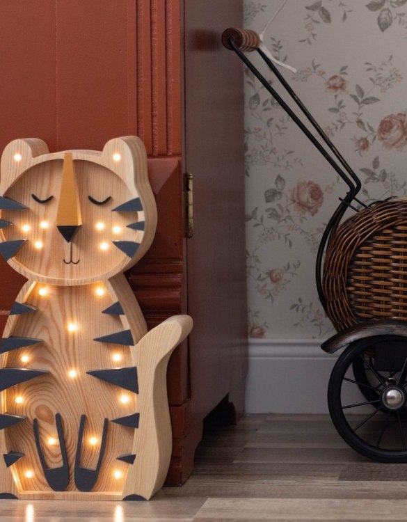 Light up your little one's room with the Wooden Tiger Lamp with Visible Wood, we think bedtime just got easier! The children's night light will help inspire your kids' love for the outdoors and dreams of big adventures and will help add a sense of calm to your little one's bedroom.