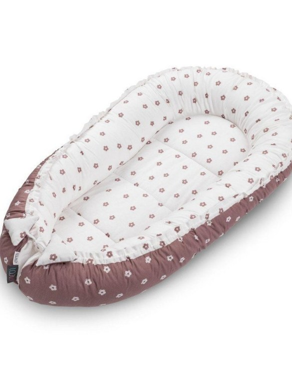 With a stylish design, the Blush Flowers Baby Nest Cocoon ensures that your baby sleeps in a cosy and soft environment, which is the best idea when a crib is still very big within the first few months.