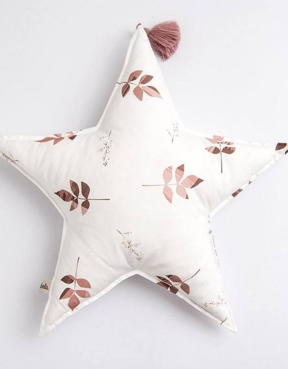 Perfect to suit your nursery theme, the Dirty Pink Leaves Baby Star Pillow makes going to bed something special, an ideal way to conjure up sweet dreams. The perfect way to end the day this baby head pillow makes a great addition to any child's room and is a fun way to make sure that it feels special to them.