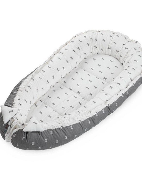 With a stylish design, the Grey Bows Baby Nest Cocoon ensures that your baby sleeps in a cosy and soft environment, which is the best idea when a crib is still very big within the first few months.
