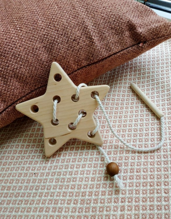 Encourage your children to use their minds through creative play with the Star Wooden Star Toy. Designed to help little one's development their fine motor skills and hand/eye coordination.