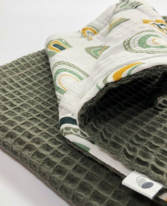 Treat your little one to cosy comfort, the Army Green Rainbow Waffle Blanket will keep baby feeling secure and warm, perfect for keeping your baby comfortable when you're out and about. A tender wrap makes your baby feel safe and secure in the big, new world.