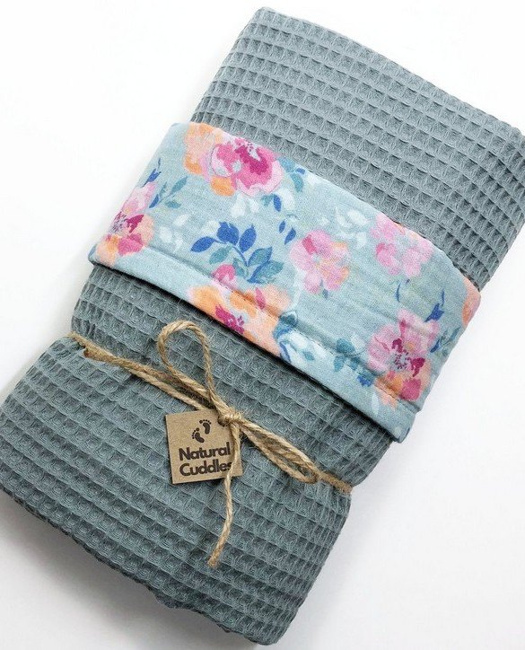 Treat your little one to cosy comfort, the Old Green Flower Waffle Blanket will keep baby feeling secure and warm, perfect for keeping your baby comfortable when you're out and about. A tender wrap makes your baby feel safe and secure in the big, new world.