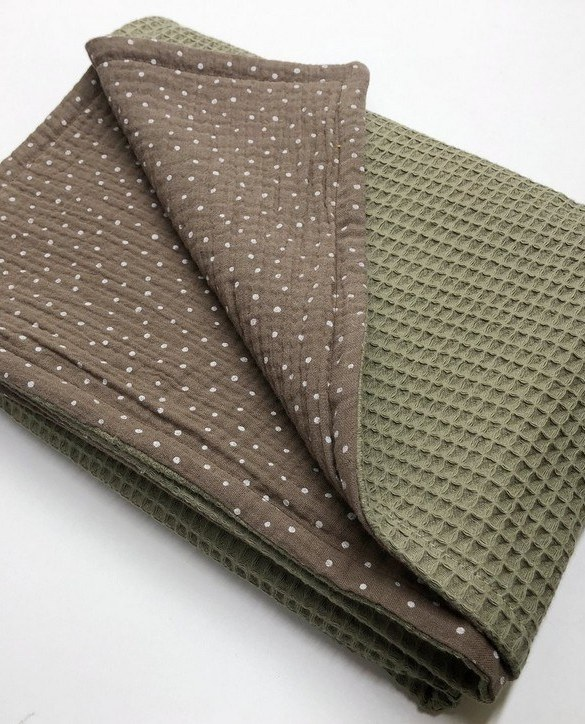 Treat your little one to cosy comfort, the Olive Dot Waffle Blanket will keep baby feeling secure and warm, perfect for keeping your baby comfortable when you're out and about. A tender wrap makes your baby feel safe and secure in the big, new world.