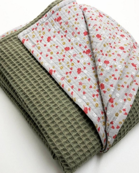 Treat your little one to cosy comfort, the Olive Flower Waffle Blanket will keep baby feeling secure and warm, perfect for keeping your baby comfortable when you're out and about. A tender wrap makes your baby feel safe and secure in the big, new world.