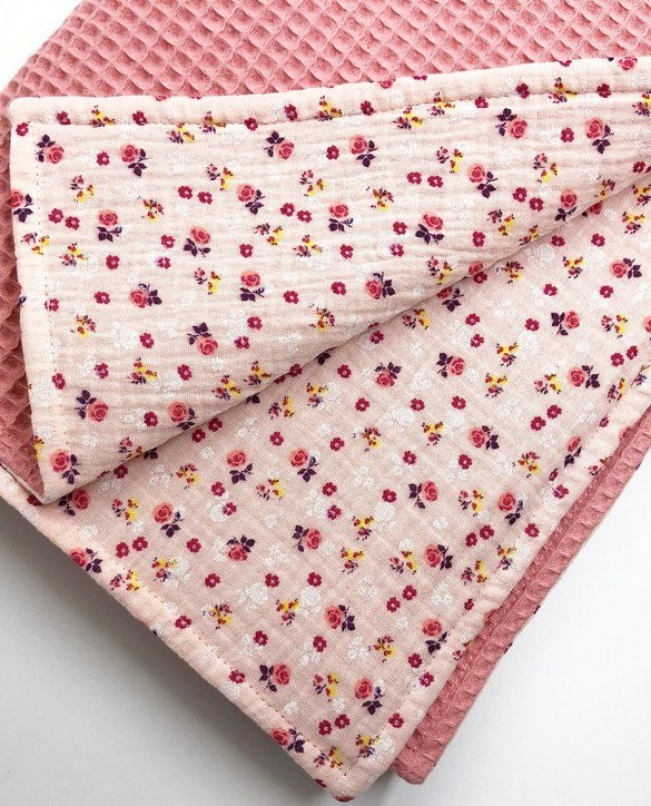 Treat your little one to cosy comfort, the Pink Flower Waffle Blanket will keep baby feeling secure and warm, perfect for keeping your baby comfortable when you're out and about. A tender wrap makes your baby feel safe and secure in the big, new world.