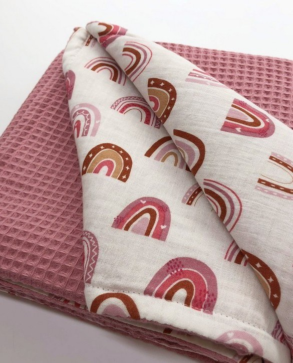 Treat your little one to cosy comfort, the Pink Rainbow Waffle Blanket will keep baby feeling secure and warm, perfect for keeping your baby comfortable when you're out and about. A tender wrap makes your baby feel safe and secure in the big, new world.