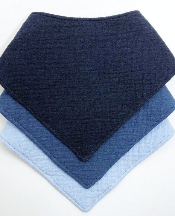 Specially designed to fit newborn to toddler, the Premium Quality Set of 3 Blue Baby Bandana Bibs is very cute and very practical. As everyone knows, a baby can never have too many bibs!