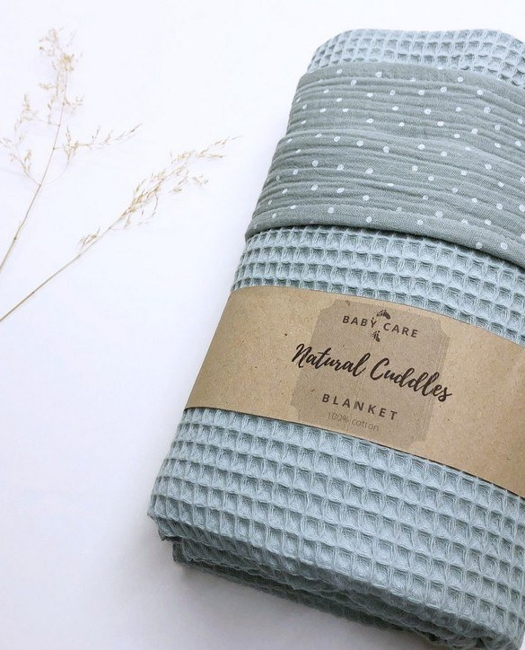 Treat your little one to cosy comfort, the Sea Green Dot Waffle Blanket will keep baby feeling secure and warm, perfect for keeping your baby comfortable when you're out and about. A tender wrap makes your baby feel safe and secure in the big, new world.
