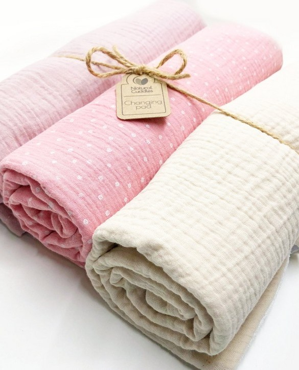 Super soft, and wipeable, the Set of 3 Pink Changing Pads is a perfect gift for any new mum. This handmade muslin cotton and the waterproof terry changing pad is must-have for any baby from 0-36 months.