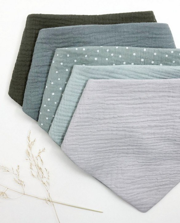 Specially designed to fit newborn to toddler, the Set of 5 Green Dot Baby Bandana Bibs is very cute and very practical. As everyone knows, a baby can never have too many bibs!