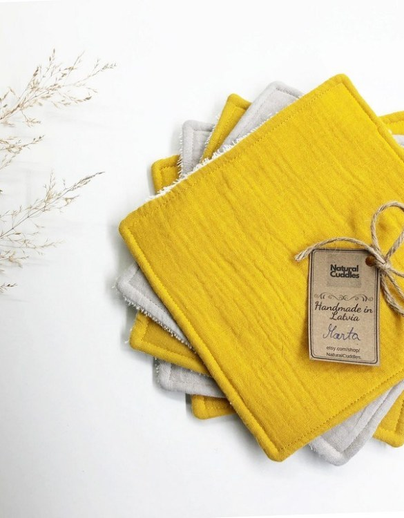 Soft and washable, the Set of 5 Yellow Reusable Baby Wipes is perfect for encouraging children to wipe their hands and face. These baby wipes are perfect for cloth diapering, for cleaning hands and faces after meals, and even for booger-wiping.