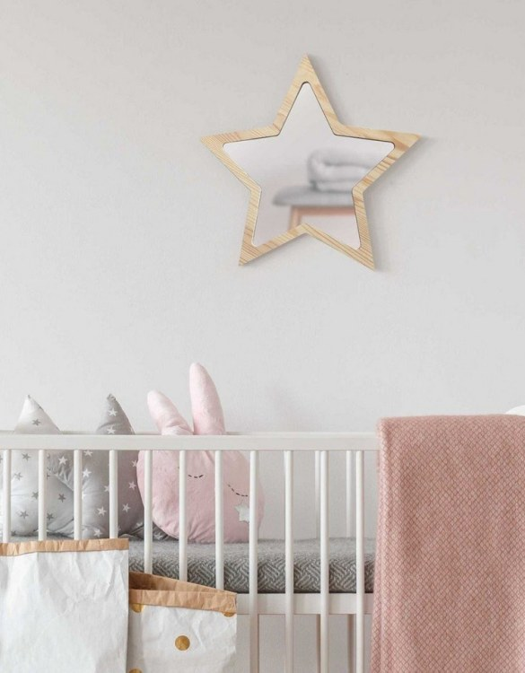 A modern design that will please you and your little one, the Solid Pinewood Mirror Star fits perfectly in the nursery or kids' room. Safe and unbreakable acrylic mirror made of high-quality solid pinewood.