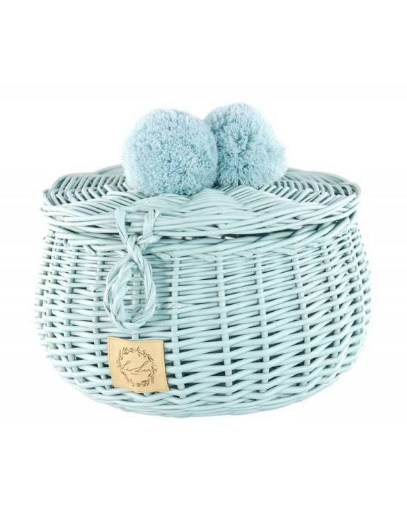 Decorated with pompoms, the Dirty Mint Big Wicker Casket is an elegant element of the decor. A wicker casket for small items. It doesn't matter whether you're 3 or 33, a girl always needs somewhere pretty and practical to store all her treasures.
