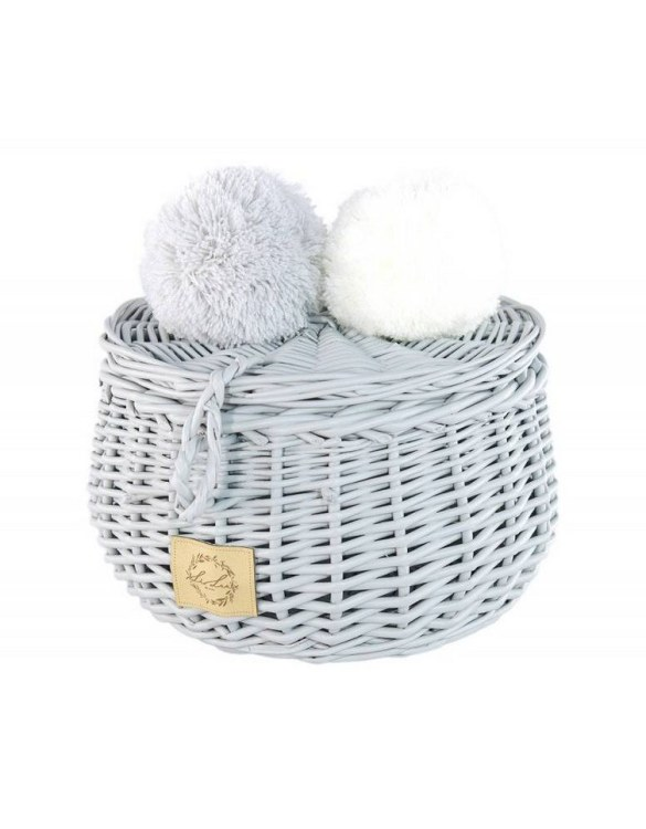 Decorated with pompoms, the Gray Small Wicker Casket is an elegant element of the decor. A wicker casket for small items. It doesn't matter whether you're 3 or 33, a girl always needs somewhere pretty and practical to store all her treasures.