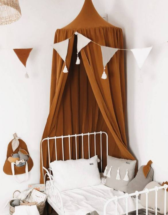 A super cosy retreat, the Baldachin Baldachin Caramel Children's Bed Canopycreate a fun fairytale-like environment in your child's bedroom. This hanging tent can be a castle, a spaceship, a reading nook, but also a great decoration for your house.