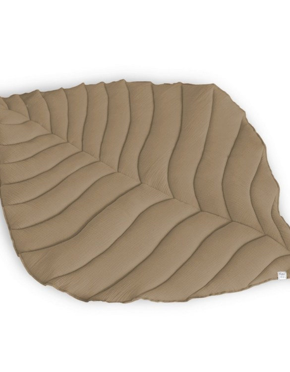 Beautifully soft, the Beige Leaf Play Matcan be used for babies to lay on for tummy time or sensory play. A young mind is guaranteed to be amused for hours, exploring and discovering new senses and textures.