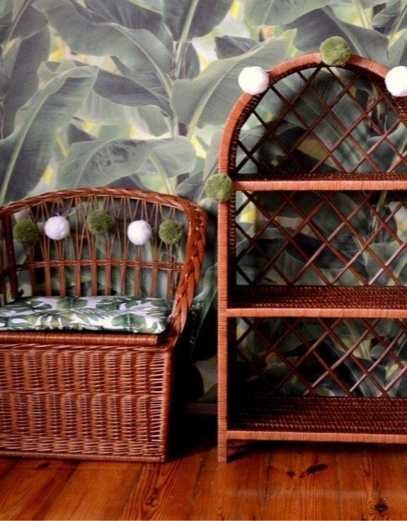 Great for creating a cosy corner, the Natural Wicker Seat With Trunk is perfect as a decorative statement in your living room. These amazing wicker seats with storage are the perfect solution to your storage needs.