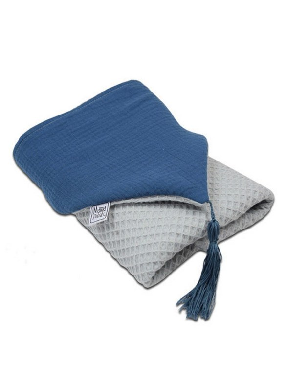 Great for gifting, the Hooded Towel Dark Blue is made from a beautiful 100% cotton terrycloth to make an absorbent yet lightweight fabric. A soft infant hooded towel with a charming muslin hood.