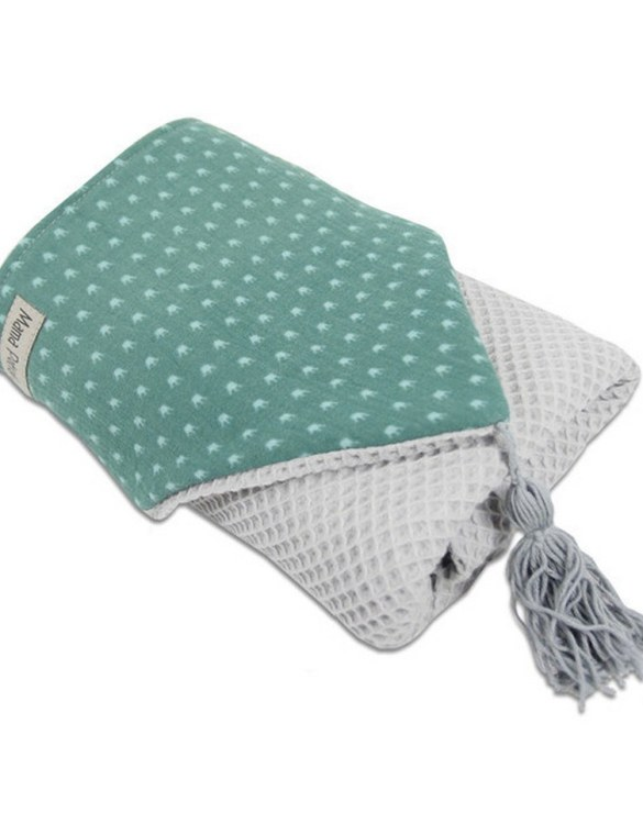 Great for gifting, the Hooded Towel Green Crowne is made from a beautiful 100% cotton terrycloth to make an absorbent yet lightweight fabric. A soft infant hooded towel with a charming muslin hood.