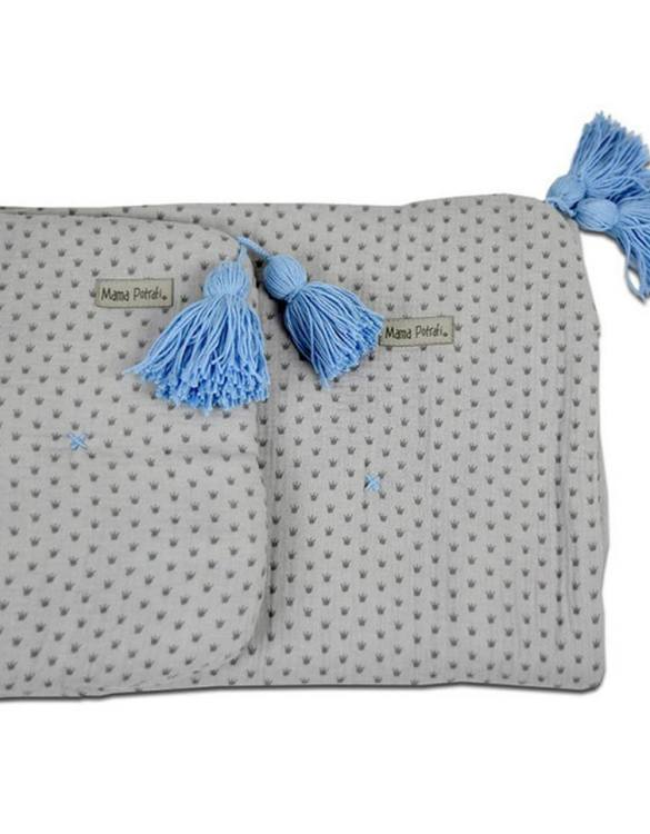 Highly practical and gorgeous looking cot bedding, the Muslin Newborn Bedding Filled Royal perfect to welcome a new baby at home! Give your little one's room the 'wow' factor with this children's bedding set. A great idea for a gift or a layette for a child.