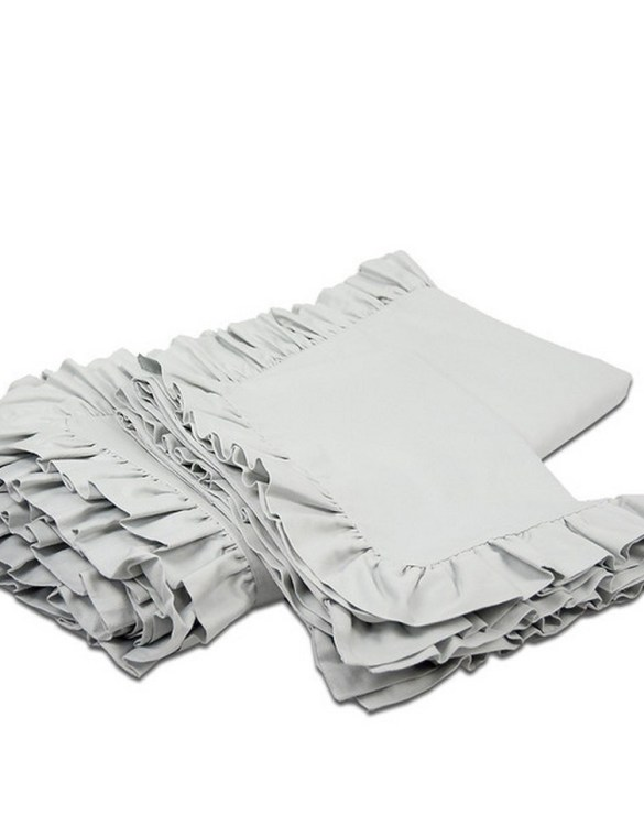 Create a wonderfully poetic effect in the nursery with the Ruffle Bedding Set Light Gray. This delightful baby bedding set is the perfect choice for a contemporary nursery and it will quickly become friends for your little one's dreams.