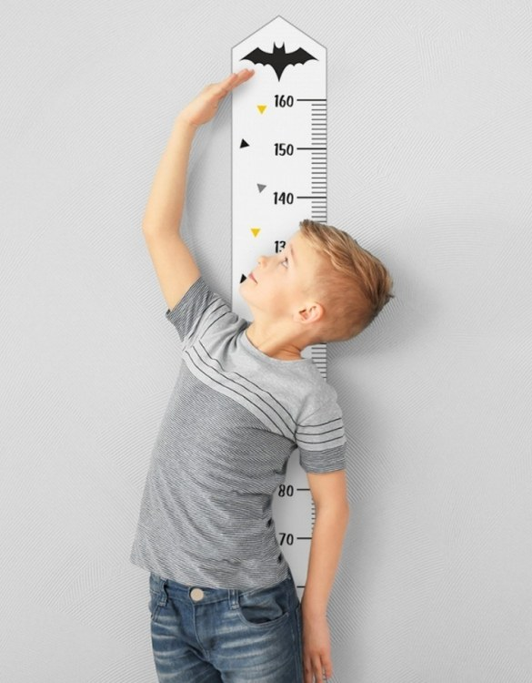 A real eye-catcher in every child's room, the Bat Child Growth Chart is the perfect way to follow your child's development and growth. Bright and colourful, this height chart wall sticker will look good in nurseries, bedrooms, or playrooms.