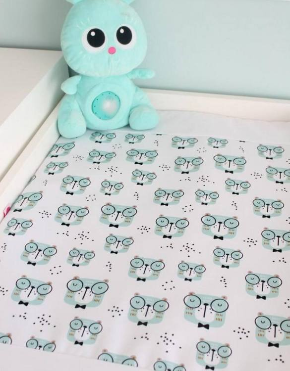 A perfect gift for a new baby, the Bears Waterproof Winding Mat is ideal for keeping the little one comfortable and snuggly while changing. Super practical and stylish with a waterproof lining and it comes in your favourite prints.