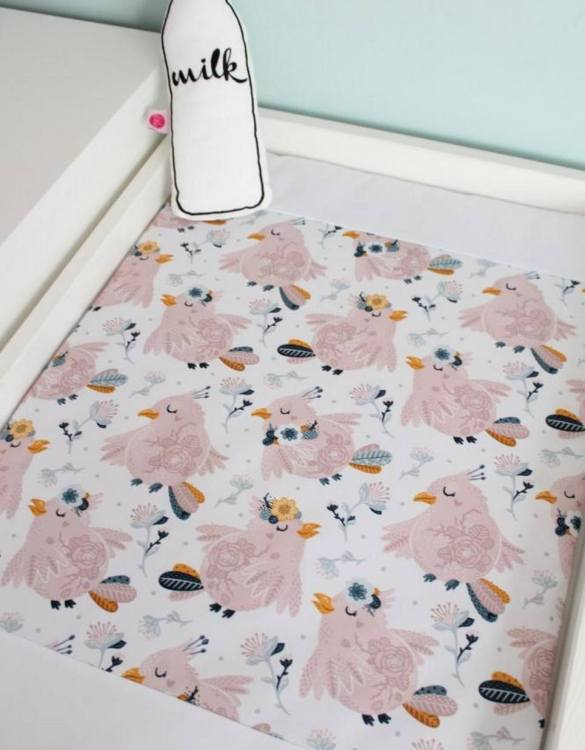 A perfect gift for a new baby, the Bowls Waterproof Winding Mat is ideal for keeping the little one comfortable and snuggly while changing. Super practical and stylish with a waterproof lining and it comes in your favourite prints.