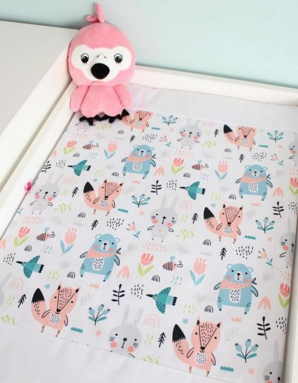 A perfect gift for a new baby, the Girl Bears Waterproof Winding Mat is ideal for keeping the little one comfortable and snuggly while changing. Super practical and stylish with a waterproof lining and it comes in your favourite prints.