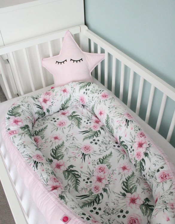 Suitable from birth, the Peonies and Pink Baby Cocoon is an indispensable thing in the first months of a baby's life. A wonderful option to pop baby into whether on the sofa or in the parent's bed - your baby will feel safe and comfortable.