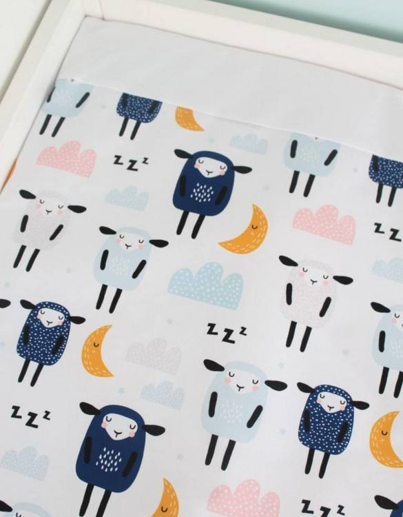 A perfect gift for a new baby, the Sheep Waterproof Winding Mat is ideal for keeping the little one comfortable and snuggly while changing. Super practical and stylish with a waterproof lining and it comes in your favourite prints.