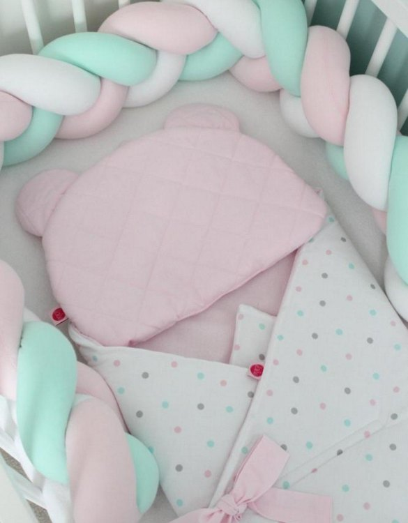 Safe for newborns and babies, the White, Pink and Mint Braided Crib Protector protects against impacts and at the same time creates a modern and exclusive decoration. The braid is ideal for a baby crib and toddler's bed.